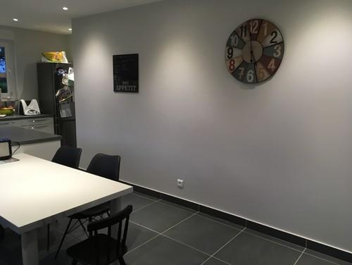 Quelle couleur de mur pour cuisine blanche avec sol gris for Couleur mur avec carrelage gris