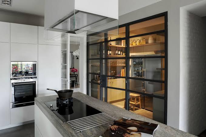 Modern Kitchen & Seperate Pantry