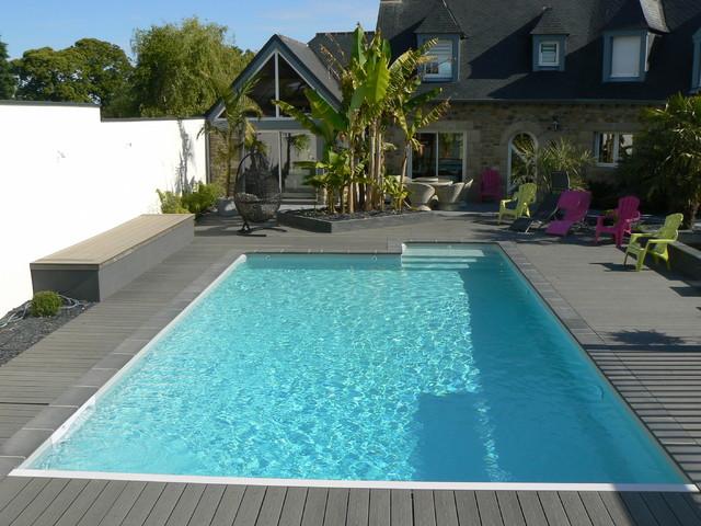 Aménagement autour d\'une piscine