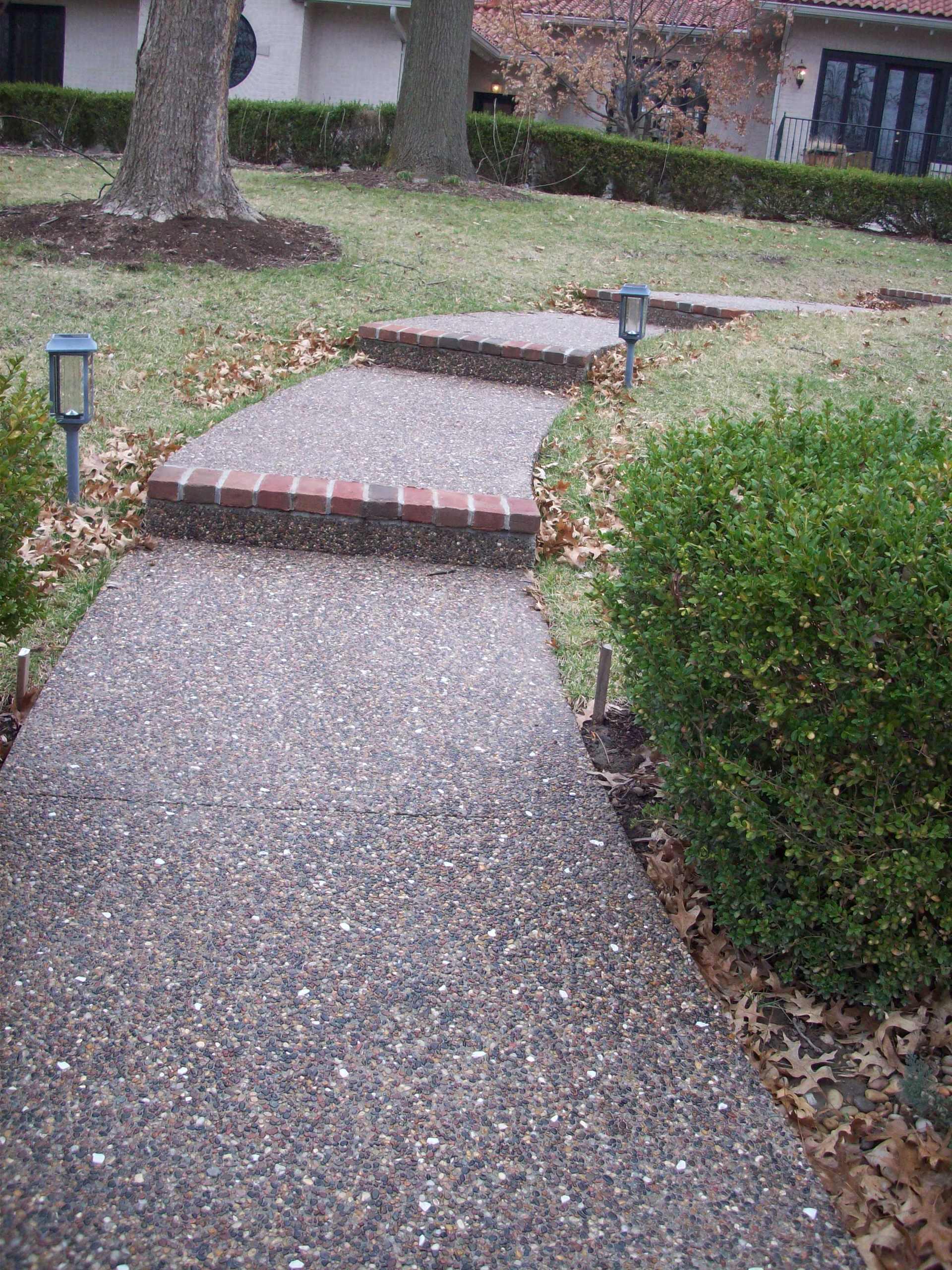 Clayton, Missouri Exposed Aggregate Walkway with Brick Edging