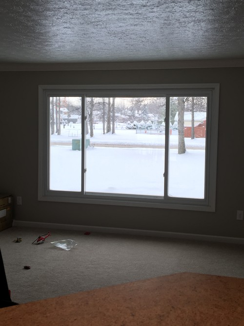 Brand New Large Front Window Wm77