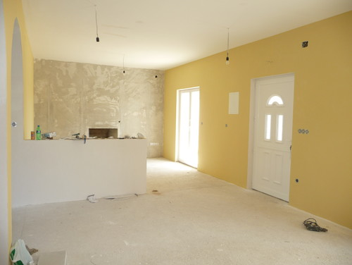 What color curtains/drapes with yellow paint?