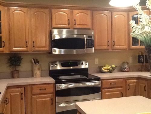 Kitchen remodel for Kitchen remodel keeping oak cabinets