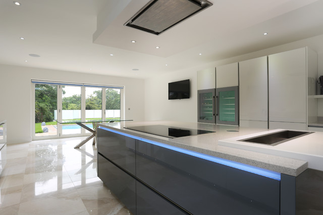 Luxury kitchen island contemporary kitchen london for Modern kitchen london