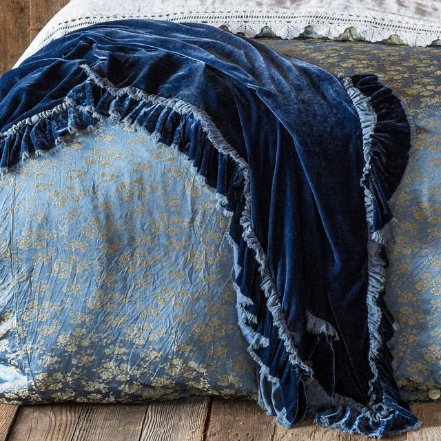 velvet-throw-blankets