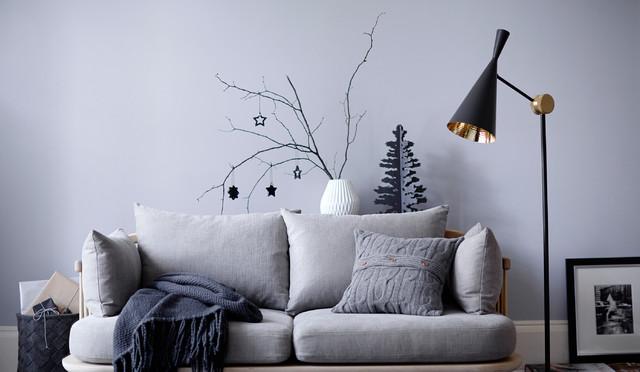 Minimalist christmas decor for the design conscious for Modern minimalist christmas decorating