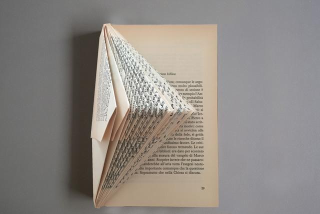 Papperskonst Gör vackra presenter av dina gamla böcker