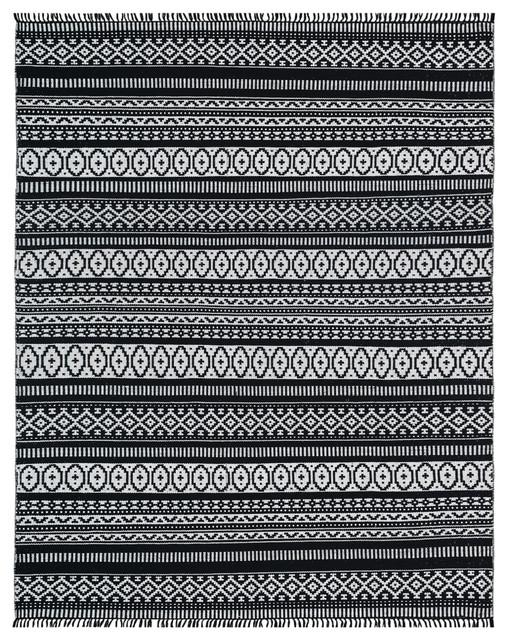 Black Geo Cotton Rug, 5&x27;x8&x27;.
