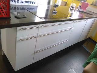 Relooking complet cuisine par un vinyl adhésif blanc laqué