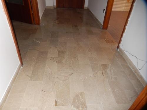 Soggiorno Pavimento Marmo : Consiglio mantenere questo marmo in soggiorno e ingresso