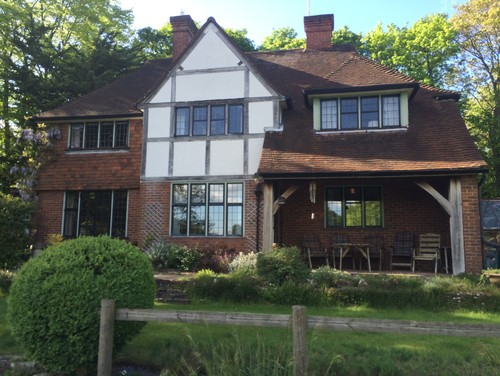 Window frame Colour for red brick arts and crafts style home, Surrey