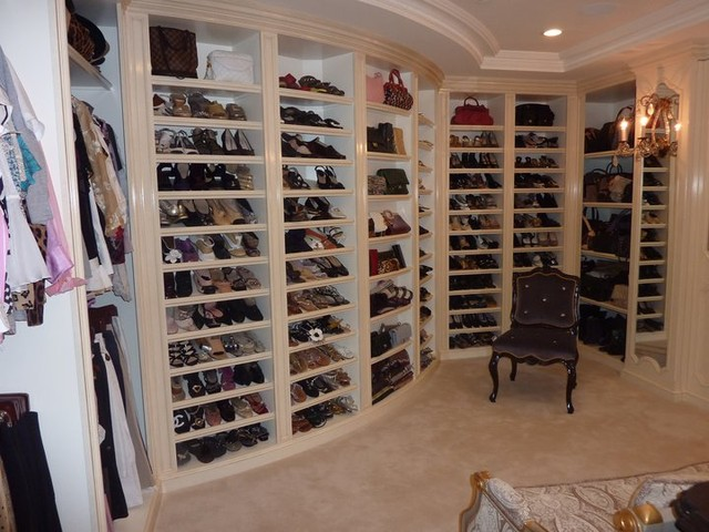 Walk In Closet Traditional
