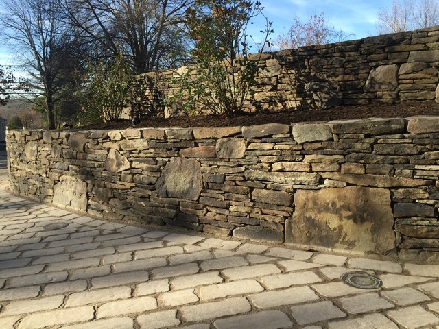 This Is An Example Of A Large Clic Sloped Driveway Partial Sun Garden For Winter In