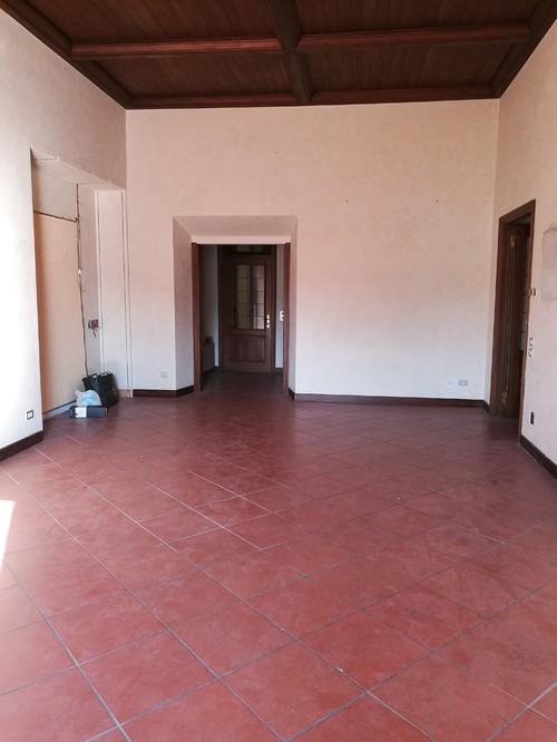 Restauro di un appartamento con pavimenti in cotto e soffitti in legno