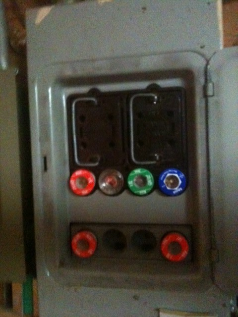 murphy pullout fuse block contains fuses of different amperages my mistake yes the panel is a murray the sticker inside says it is a 100 amp service thanks for your input bus driver