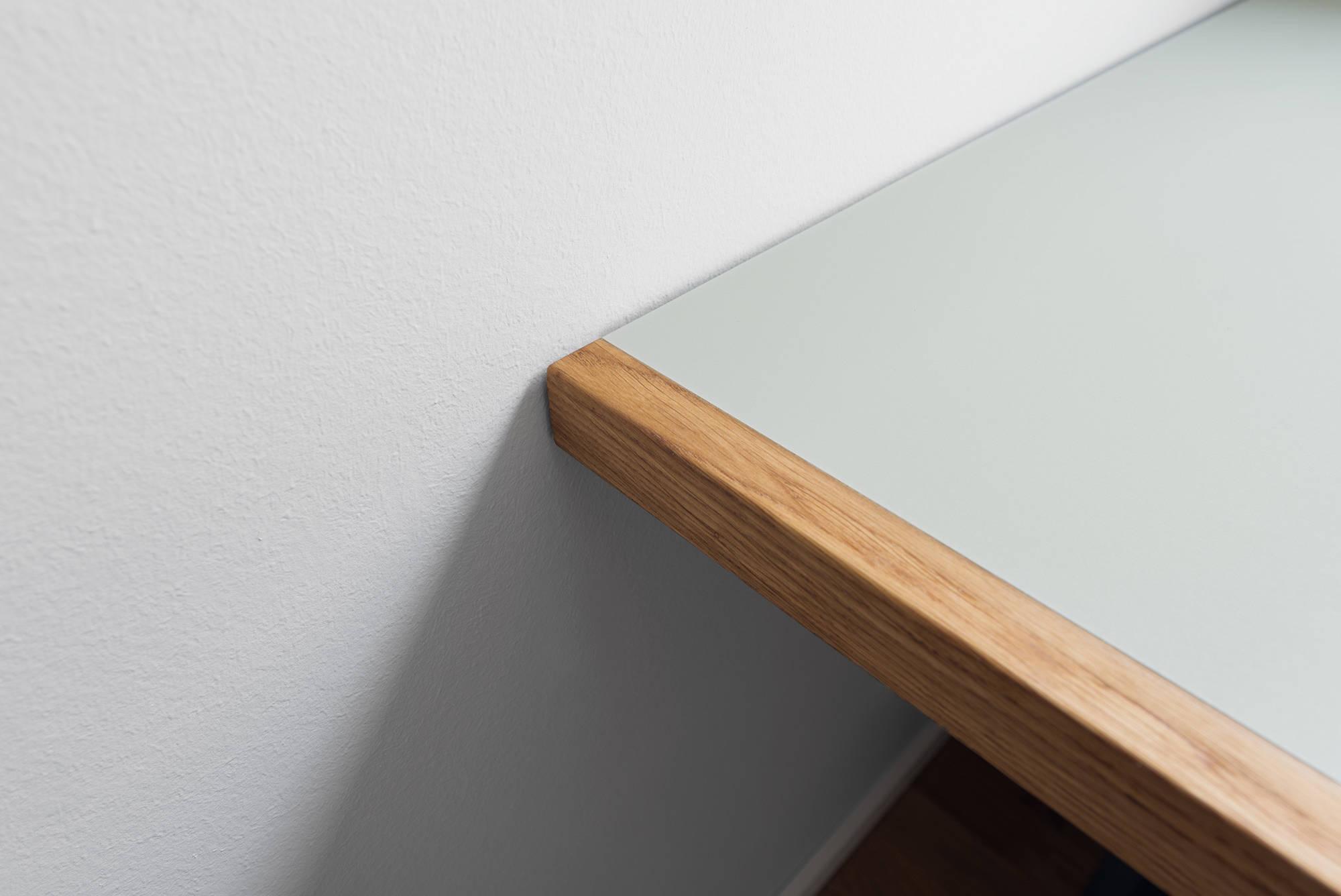 Schreibtischplatte Linoleum mit Echtholzkante aus Eiche