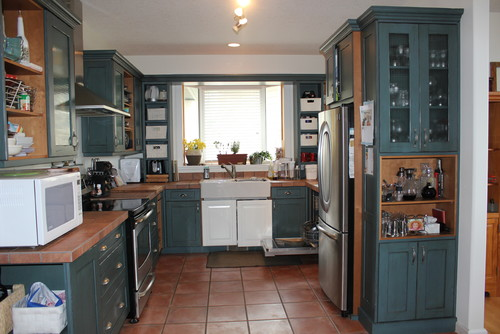 kitchen terracotta floor we are thinking of painting the cabinets navy or black 3237