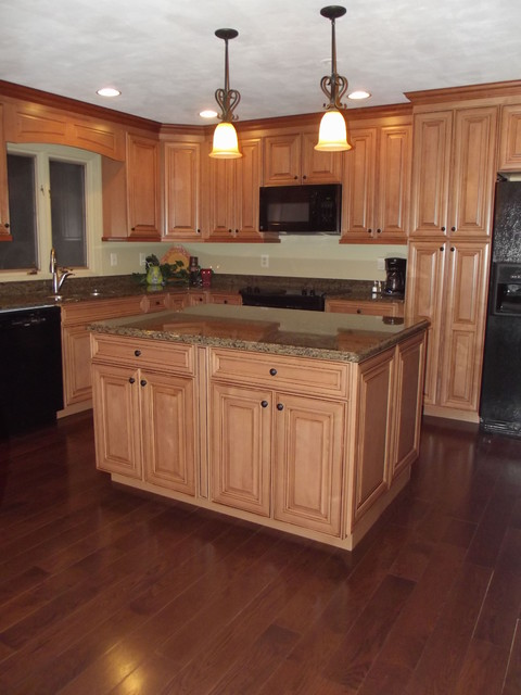 Maple spice with mocha glaze cabinets and tropical tan ... on What Color Granite Goes With Maple Cabinets  id=44409