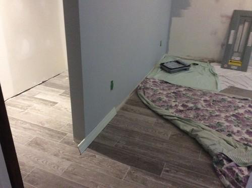 la couleur de nos plinthes. Black Bedroom Furniture Sets. Home Design Ideas