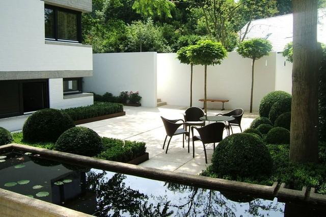 Innenhof im bauhausstil for Vorgarten minimalistisch
