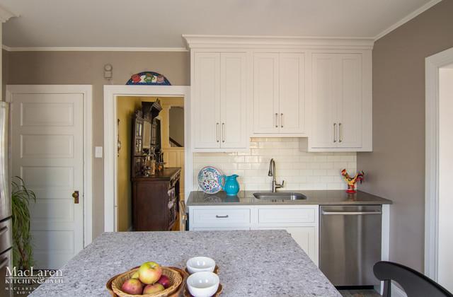 Beau White Shaker Cabinets With Cracked Pepper Quartz Perimeter And Atlantic  Salt Qua Traditional