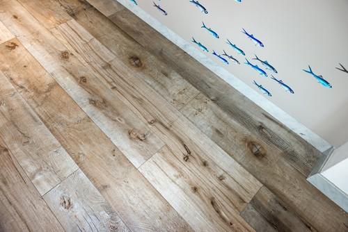 Pavimenti gres porcellanato smaltato effetto legno per esterni