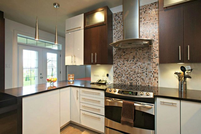 MODERN BROWN AND WHITE KITCHEN Modern Kitchen