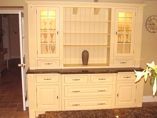 Traditional Kitchen Dresser Sus By The