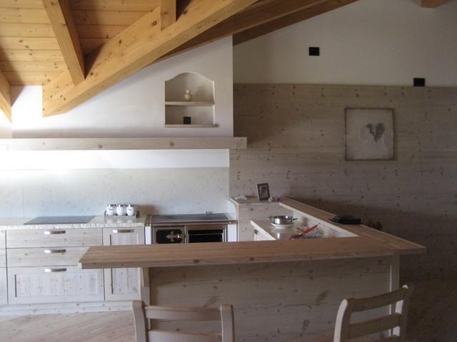 Cucina in abete spazzolato trattato con cere naturali - Cucine in abete ...
