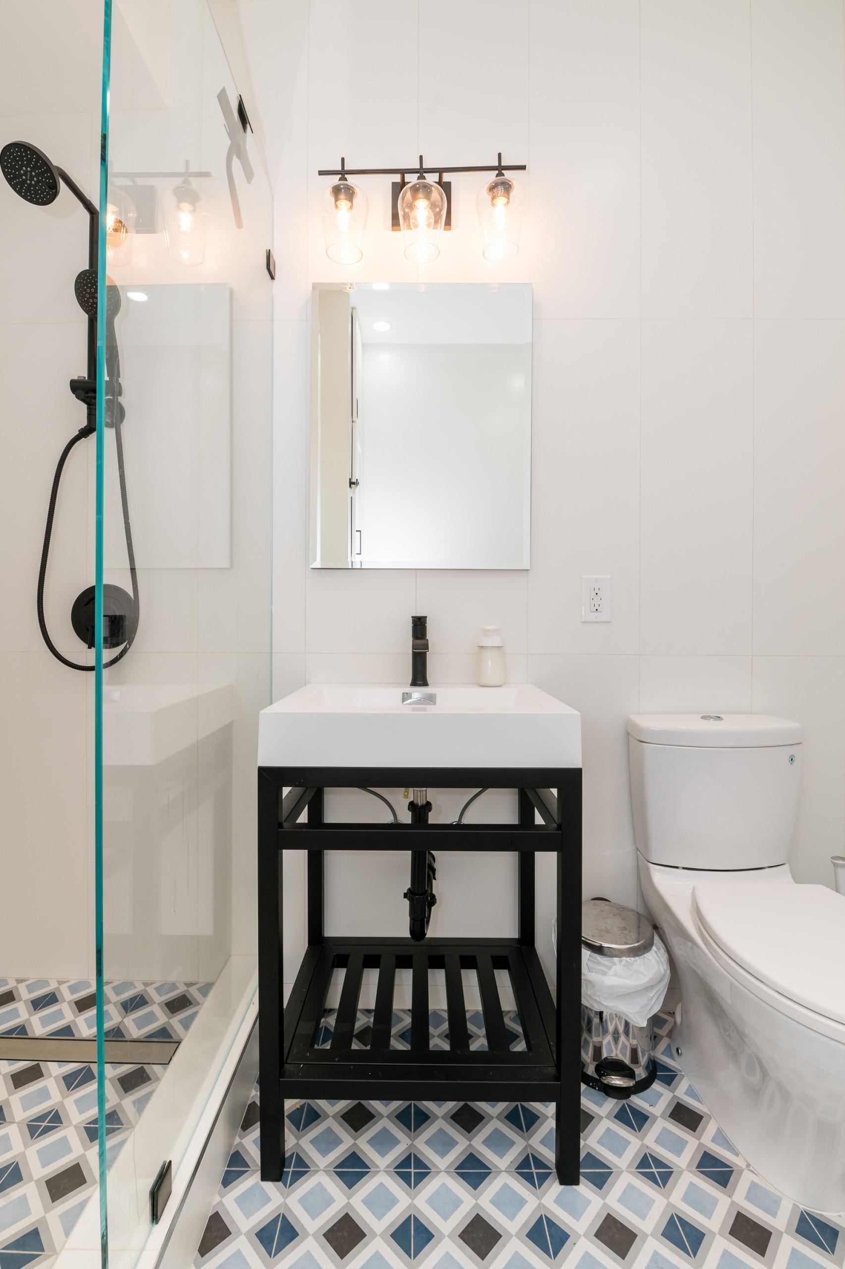 Modern Bathroom Design & Remodel - Oakland