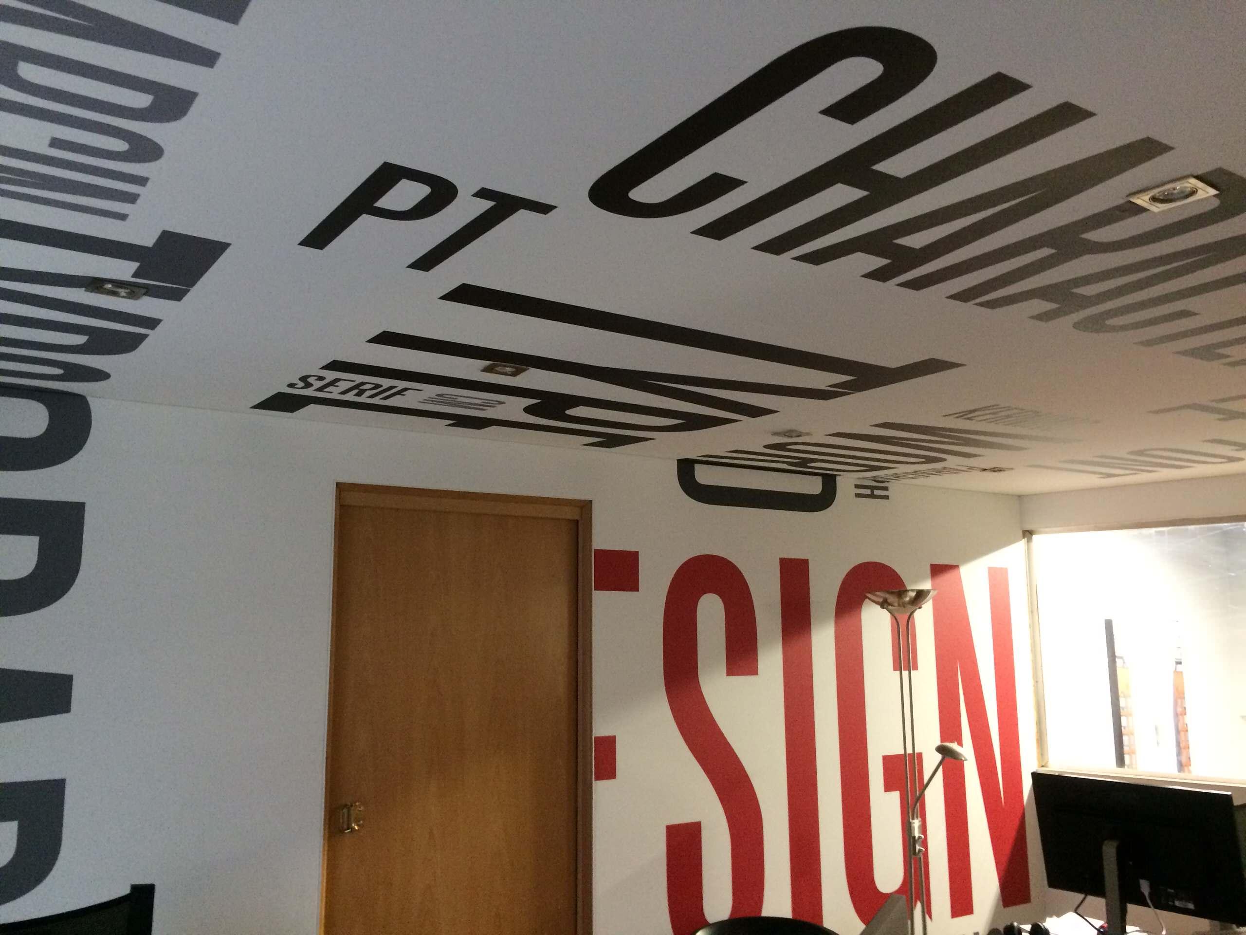 Communication visuelle et signalétique pour hôtel, restaurant, salle de réunion,