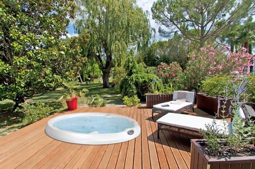 hot tub backyard