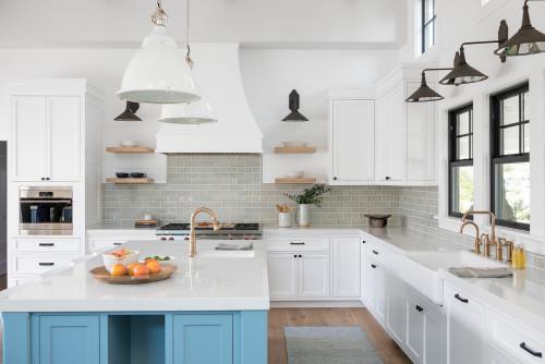 Nhà bếp phong cách Galley đơn giản, nhẹ nhàng