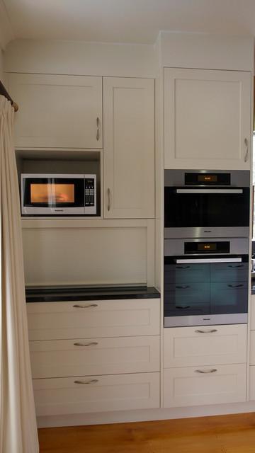 Classic shaker style kitchen granite benchtops for Shaker style kitchen with granite