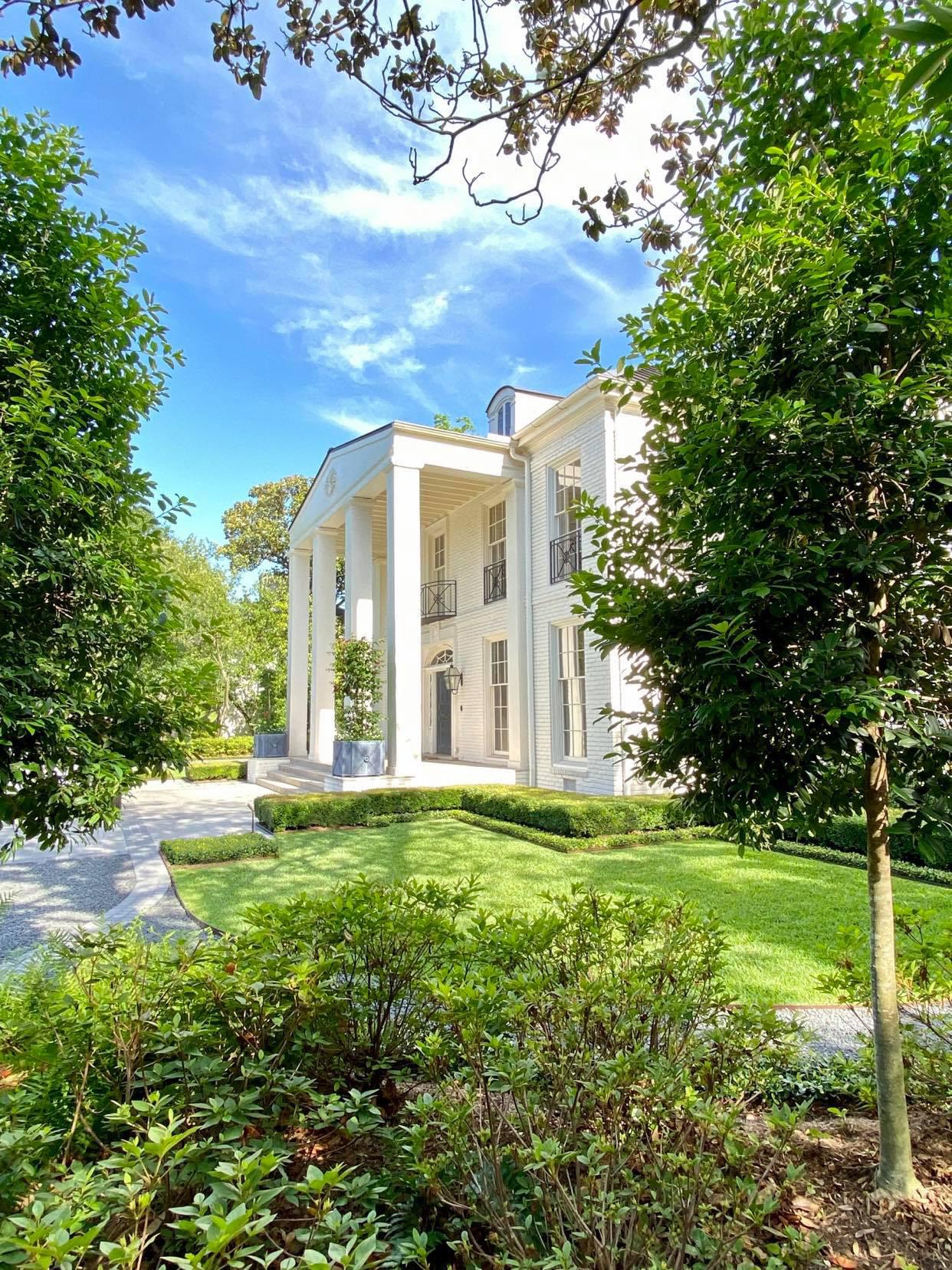 Elegant exterior home photo in Houston