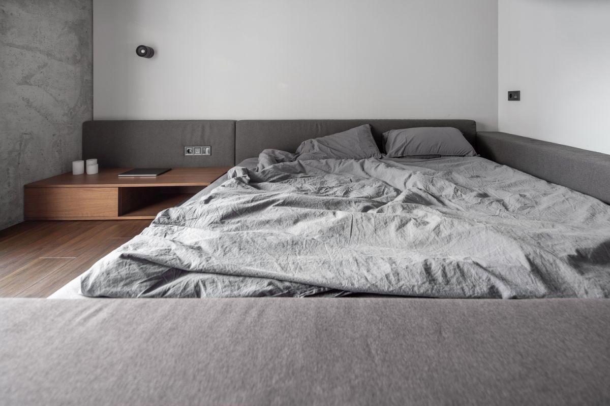 Example of a minimalist bedroom design in Sydney