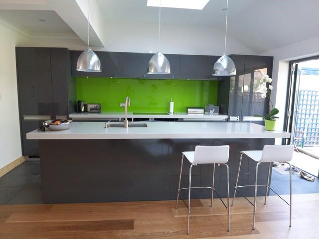 Grey High Gloss Contemporary Kitchen With Coloured Splashback Modern Kitchen