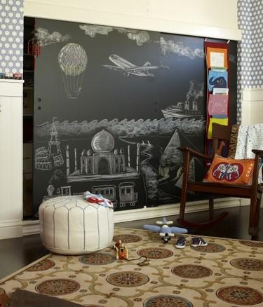 chalkboards closet doors- cookiemag eclectic kids