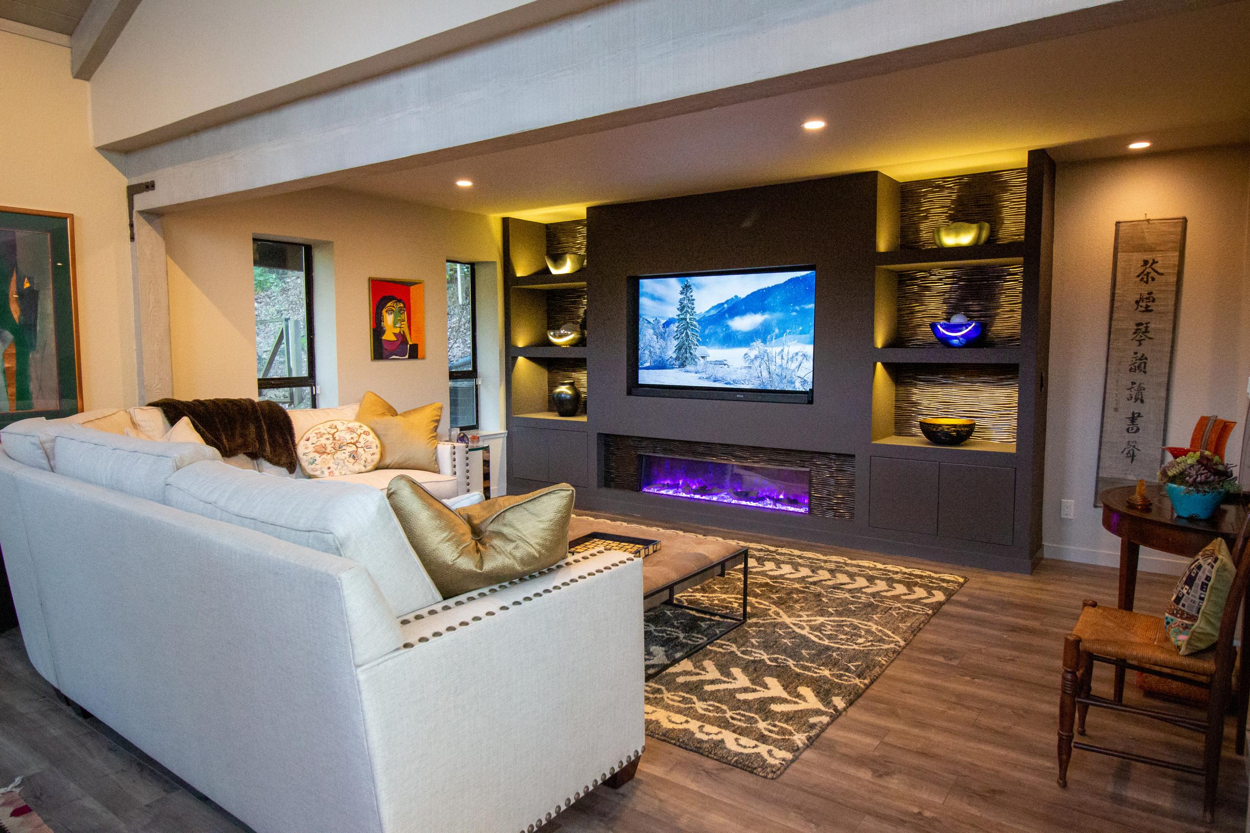 Contemporary Treehouse Family Room