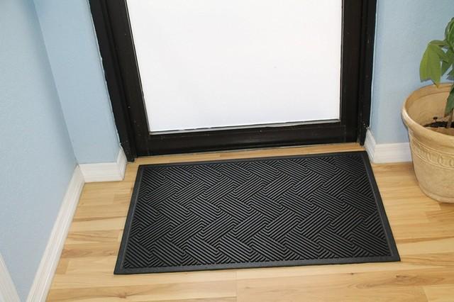 Natural Rubber Checkered 24x36 Tapered Edge Scraper Doormat.