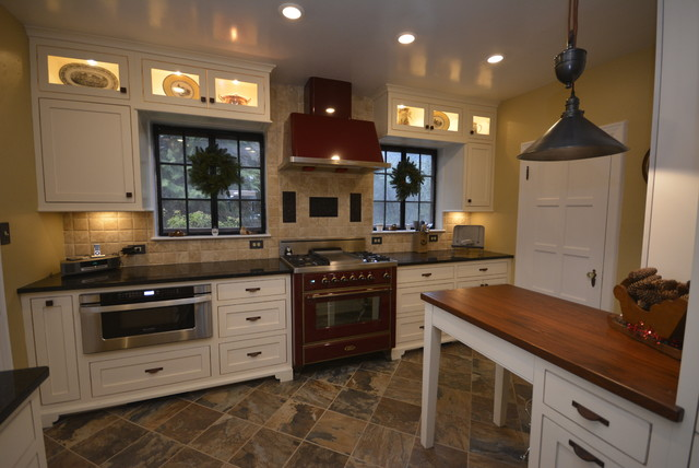 Inspiration for a farmhouse home design remodel in DC Metro
