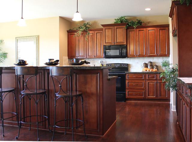 Etonnant Brindleton Maple Kitchen Cabinets   Traditional   Kansas City   By Cabinet  Giant