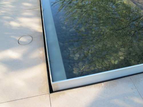 How to construct this water feature?