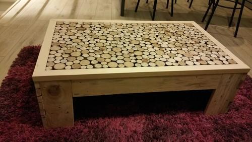 Table basse fait maison de palettes et bois flott - Table de chevet fait maison ...