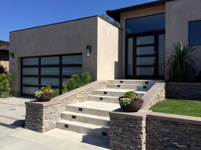High Quality Matching Garage Door And Entry Door In Corona Del Mar, California Modern