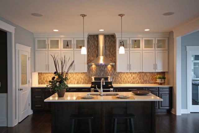 2012 Mid Continent Cabinetry Contest: Honorable Mention Contemporary Kitchen