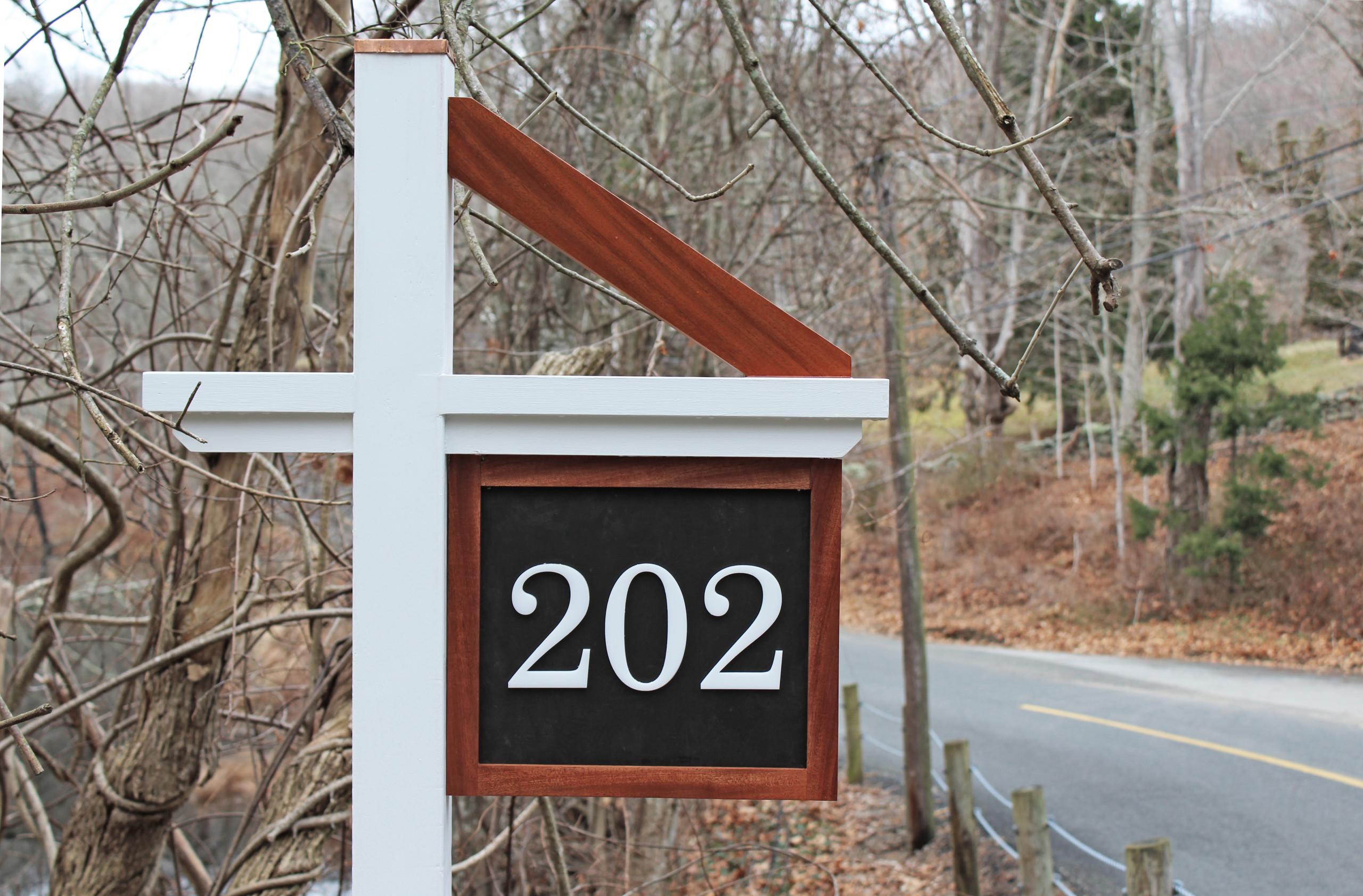 Mahogany Street Sign