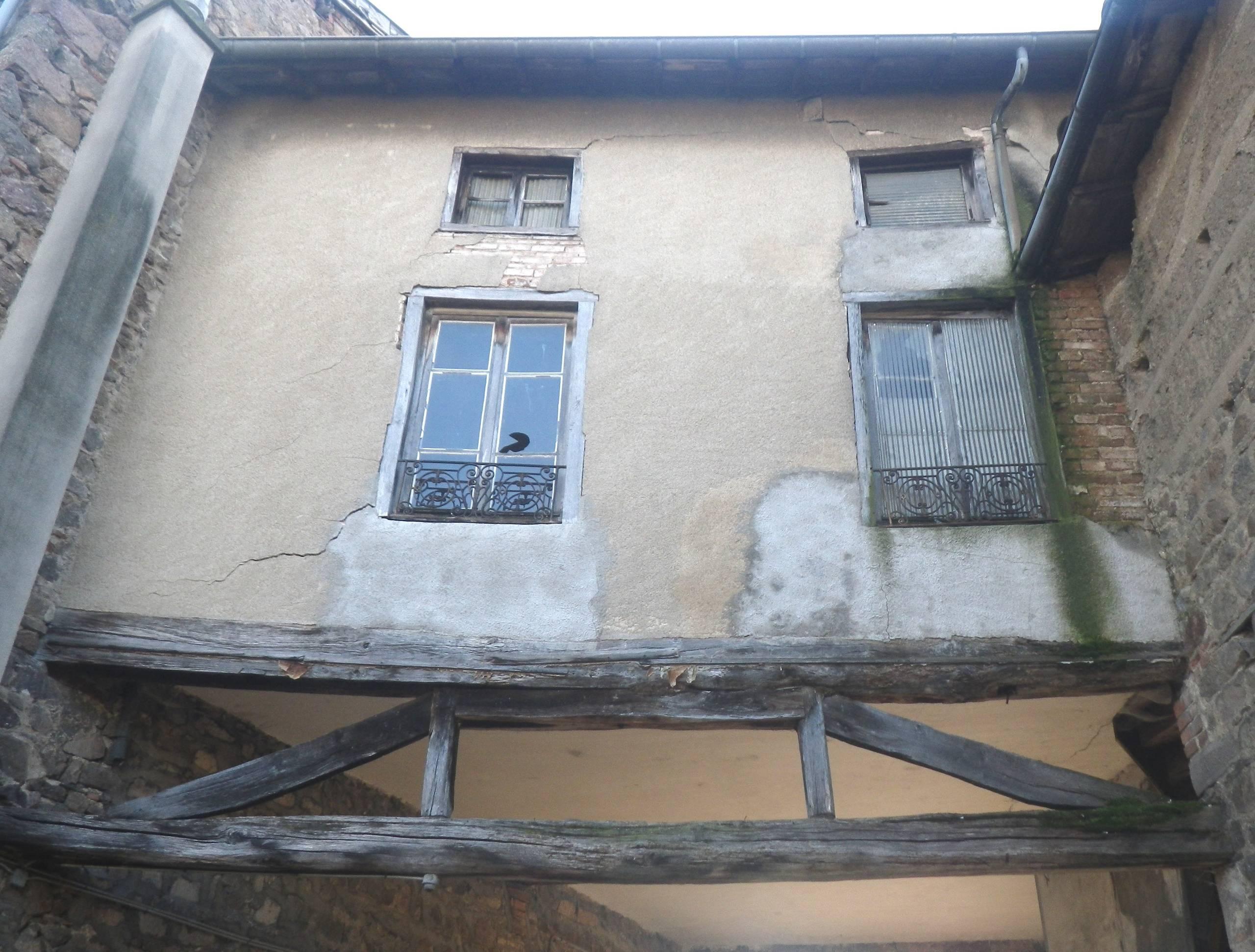Division d'une maison de village en 4 appartements