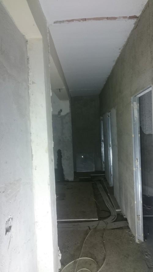 Come faccio a nascondere addolcire o mascherare queste - Abbassare il soffitto ...