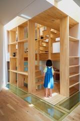 Houzz a Osaka: La Casa Costruita Tutto Attorno a Una Scala